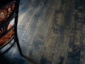 Podłoga z postarzanego drewna