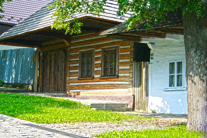 Stare drewniane domy - jak ocenić ich stan techniczny? - budujeurzadzam.pl