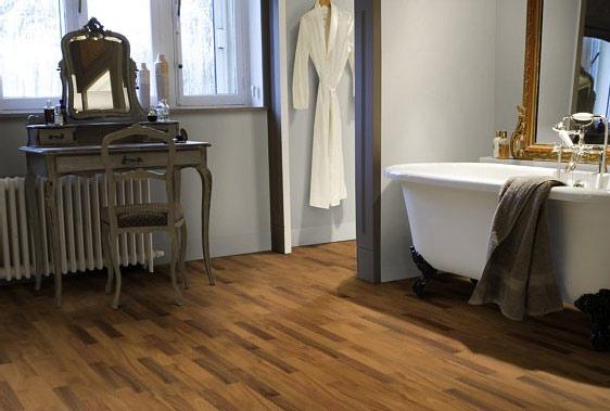 Podłoga drewniana w łazience fot. Drew Natura