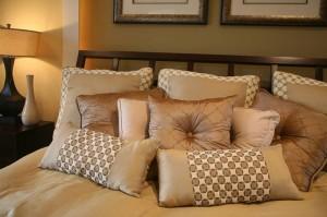 Poduszki w sypialni