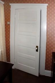 zabytkowe drzwi drewniane www.morguefile.com