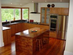 nowoczesna kuchnia z drewna egzotycznego