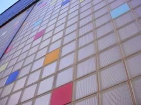ściana ze szklanych pustaków