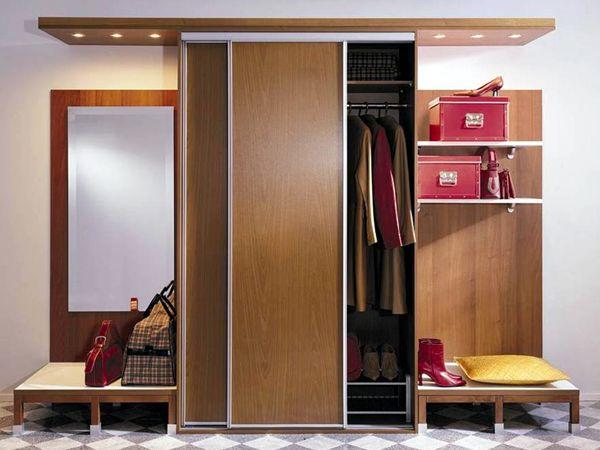 szafy w przedpokoju