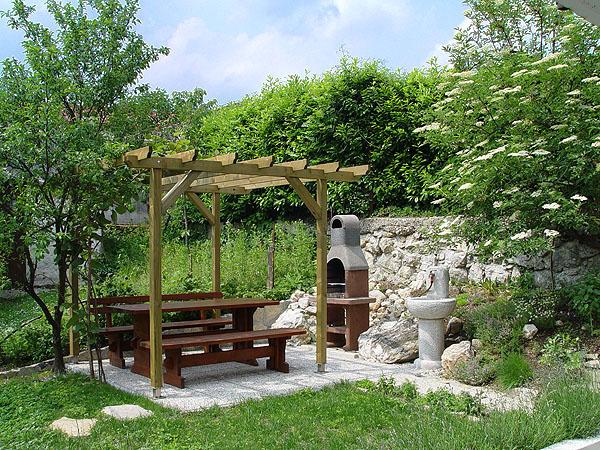 miejce grillowania w ogrodzie